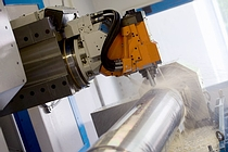WMS Zerspanungstechnik | Milling with the Reiden BFR23 5-axis CNC milling centre | Photo: Herbert Heim